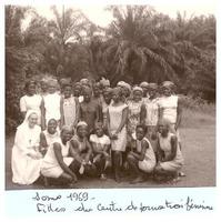 Groupe de filles du centre de formation féminine de Somo